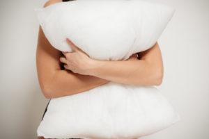 抱き枕による睡眠と体の不調の改善